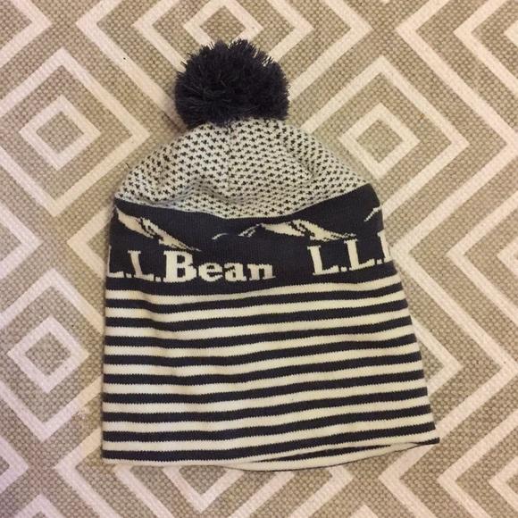 L.L. Bean Accessories - LLBean EUC Gray and White Winter Beanie Pom Pom 8793260b42f8